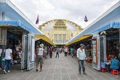 主要市场Phsar Thmei内部在金边 库存照片