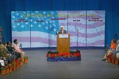 主要施政报告指挥台的约翰・克里在经济的, CSU-多米格斯小山,洛杉矶,加州参议员 免版税库存图片