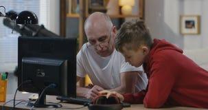 要求的祖父从男孩的帮助 影视素材