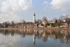 主要河岸在冬天,法兰克福赫希斯特 库存图片