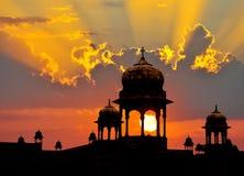 覆以圆顶印第安日落 免版税图库摄影