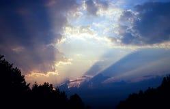 覆盖五颜六色的严重的天空日落 库存图片