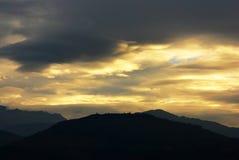 覆盖喜马拉雅山横向天空 免版税库存照片