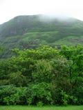 覆盖在雨的山 免版税库存图片