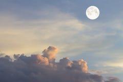 覆盖天空和月亮,一张美妙的拼贴画 库存图片