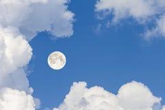 覆盖天空和月亮,一张美妙的拼贴画 免版税库存图片