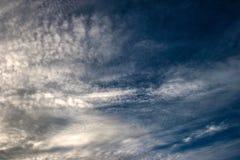 覆盖天空日落橙色颜色秀丽自然 库存图片
