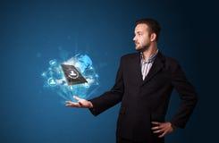 覆盖技术在商人的手上 免版税库存照片
