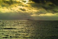 覆盖海岛海运小的风暴 免版税库存图片