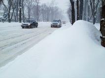 覆盖物路降雪 库存图片