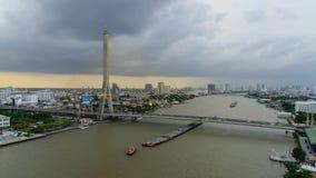 覆盖风暴在日落时间的大吊桥 影视素材