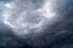 覆盖黑暗的雨 免版税库存图片