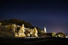 见面在两个世界纪念碑之间,在Baiona在加利西亚,西班牙 库存图片