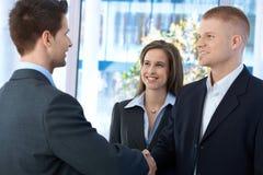 见面在办公室的买卖人 免版税库存图片
