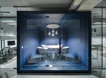 见面的室在顶楼样式 免版税库存照片