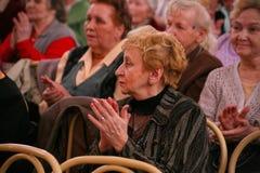 观众和观众退休,年长第二次世界大战退伍军人和他们的亲戚 库存图片