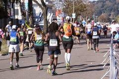观众和赛跑者Marathon同志的在德班15 库存图片