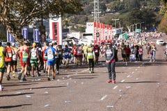 观众和赛跑者Marathon同志的在德班24 免版税库存图片