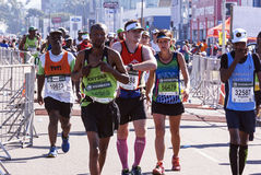 观众和赛跑者Marathon同志的在德班17 库存照片