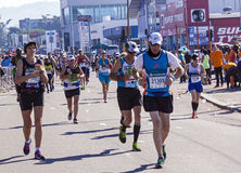 观众和赛跑者Marathon同志的在德班14 库存照片