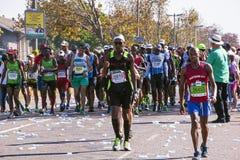 观众和赛跑者Marathon同志的在德班2 库存图片