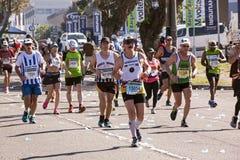 观众和赛跑者Marathon同志的在德班1 库存图片