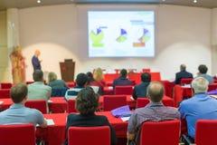 观众在科学会议的教室里 免版税图库摄影
