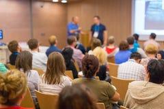 观众在科学会议的教室里 图库摄影