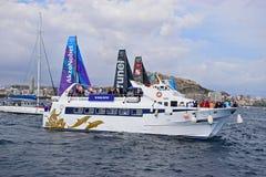 观众的小船富豪集团海洋种族阿利坎特2017年 免版税库存照片