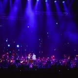 观众等待音乐会俄国摇滚乐队的开始 库存图片