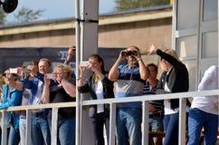 观众观看赛船会 图库摄影
