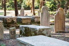 观光在科孚岛市:有趣的地方-古老和老b 免版税图库摄影