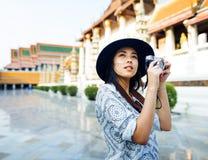 观光摄影师的旅行漫步爱好休闲概念 免版税库存图片