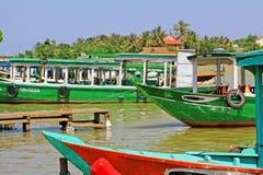 观光的小船在会安市,越南联合国科教文组织世界遗产名录 免版税图库摄影