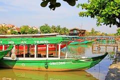 观光的小船在会安市,越南联合国科教文组织世界遗产名录 免版税库存照片