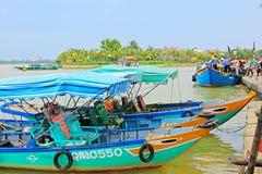 观光的小船在会安市,越南联合国科教文组织世界遗产名录 库存照片