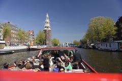 观光的巡航的游人,阿姆斯特丹,荷兰 免版税图库摄影