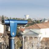 观光的投入硬币后自动操作的望远镜 库存图片