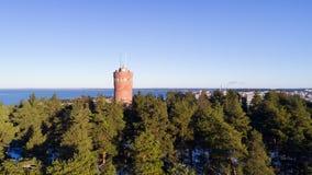 观测塔和城市美好的全景背景的 免版税图库摄影