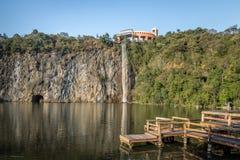 观点和瀑布在Tangua停放-库里奇巴,巴西 图库摄影