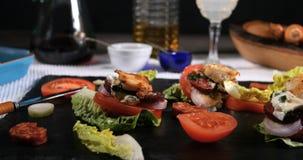 观点的与加调料的口利左香肠的扇贝在大蒜蛋黄酱 免版税库存图片