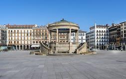 观点的方形的卡斯蒂略在潘普洛纳, Navarra,西班牙。 免版税库存图片