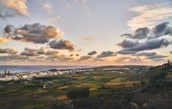 观点的日落的一小城市 免版税图库摄影