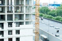 观点的未完成的大厦的工程师 库存照片