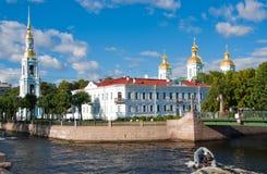 观点的血液大教堂的救主在不眠夜 桥梁okhtinsky彼得斯堡俄国圣徒 免版税库存图片