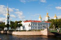 观点的血液大教堂的救主在不眠夜 桥梁okhtinsky彼得斯堡俄国圣徒 库存照片