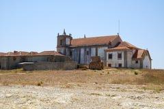 观点的诺萨Senhora做海角的Espichel Cabo教会  库存照片