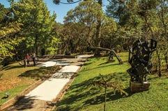 观点的雕塑和人露天博物馆费利西亚的Leirner,在坎波斯附近做Jordão 库存照片