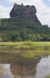 观点的登上Sigiriya湖边 免版税图库摄影