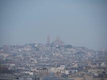 观点的从凯旋门的Le Sacre-Coeur 免版税库存照片